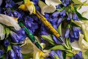 Bertram's reviews the Montegrappa Elmo Fantasy Bloom Collection